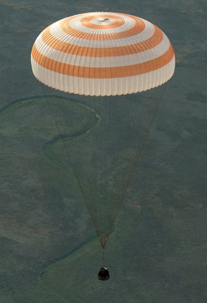 Soyuz TMA-15M spacecraft returns from ISS