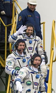 Andrey Borisenko, Shane Kimbrough and Sergey Ryzhikov prepare to launch.